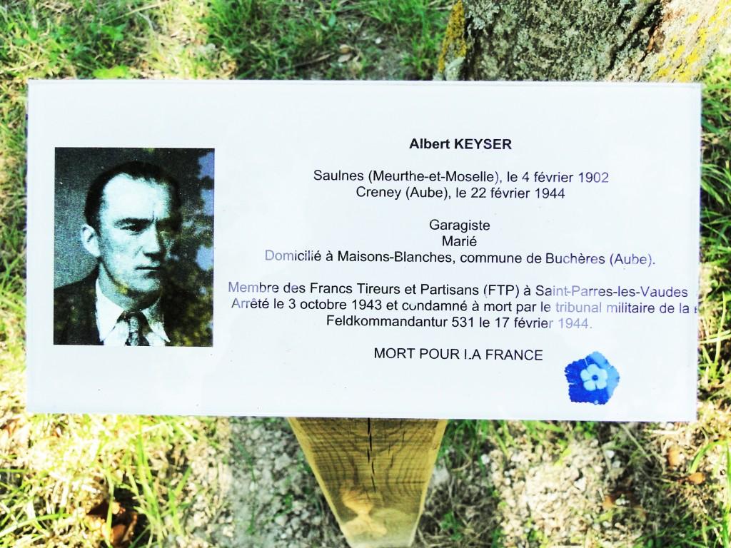 Pancarte apposée au champ des martyrs de Creney